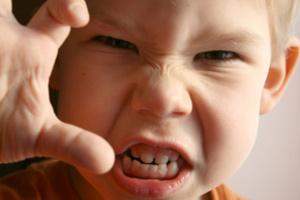 Причины агрессивности вашего ребенка