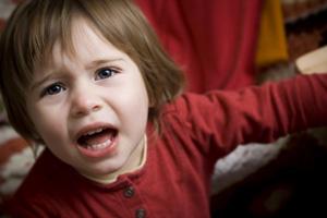Как родителям реагировать на детский испуг?