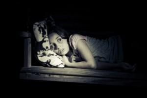 Как бороться с детским страхом темноты?