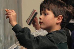 Как воспитывать ребенка-левшу?